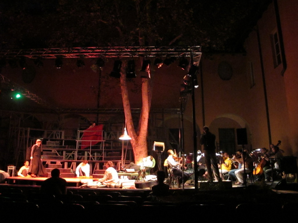 Elia Andrea Corazza during a rehearsal of La Serva padrona with the Orchestra of the Teatro Comunale of Bologna